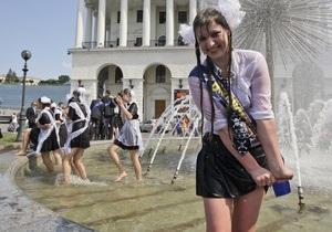 Киевским подросткам могут запретить гулять после 22:00