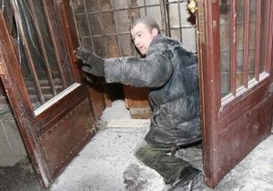 Фотогалерея: Криминальное чтиво. Захват книжного магазина в центре Киева