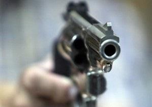 В Луганской области дедушка случайно ранил пятилетнюю внучку из пистолета