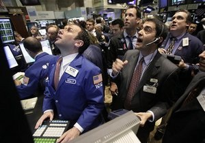 Украинские биржи открылись продажами по всем секторам