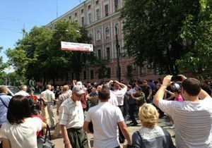 В Киеве произошла драка между свободовцами и группой неизвестных, вмешался Беркут