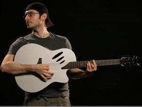 Американцы выпустили первую в мире MP3-гитару