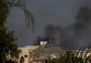 Повстанцы захватили пригороды Триполи, авиация НАТО бомбит резиденцию Каддафи