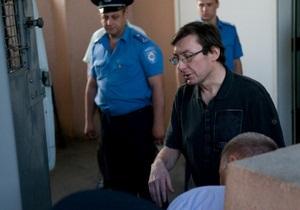 Луценко рассказал жене, что   ночью чуть концы не отдал