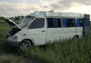 В Днепропетровской области перевернулась маршрутка: пострадали восемь человек