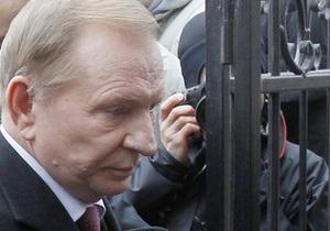 Кучма еще не просил следователя отпустить его в Москву