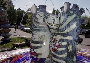 В Киеве снова повредили скульптуры на Пейзажной аллее