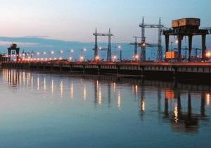 На Кременчугском водохранилище бушует шторм