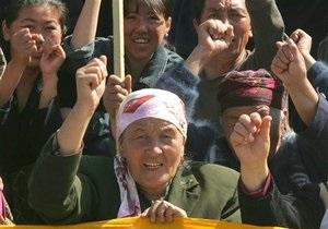 В Кыргызстане на протесты вышли более тысячи оппозиционеров