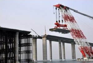 В Китае открылся самый длинный в мире мост через морскую акваторию
