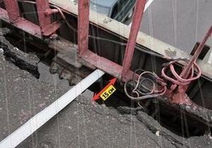 СМИ: Пешеходный мост на Почтовой площади разрушается