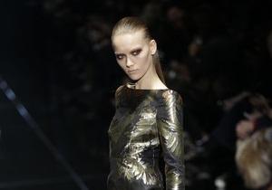 Фотогалерея: Опасная женственность. Коллекции Gucci и Mila Schon на Milan Fashion Week