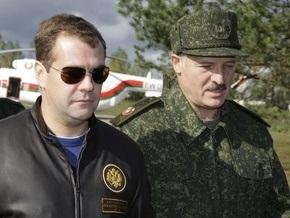 Лукашенко считает, что провести российско-белорусские учения удалось лишь благодаря Медведеву