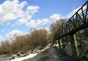 В Черновцах 17-летняя девушка прыгнула с моста и погибла