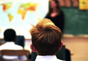 Британский школьник сломал ногу учительнице