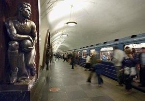 В Москве юноша бросился под поезд метро