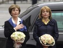Супруге Буша подарили эксклюзивный Кобзарь