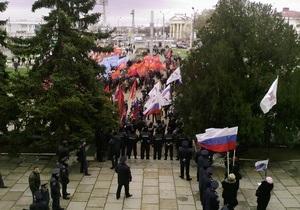 Встречу Тягнибока с сотней избирателей пикетируют полторы тысячи севастопольцев