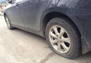 Накануне акции под Межигорьем неизвестные порезали колеса авто мужа Леси Оробец