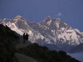 Экологи собрали на Эвересте четыре тонны мусора
