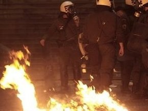 В греческих Салониках подожгли здания двух газет и партийный офис