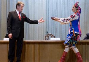 Ющенко присвоил Омельченко звание Героя Украины