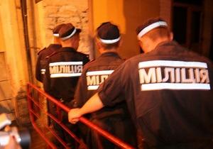 В Луганске группа неизвестных в масках разгромила киоск с шаурмой и избила иностранцев