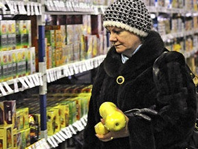 Опрос: Уже три четверти украинцев экономят на еде из-за кризиса