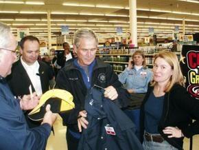 Джорджа Буша не узнали в магазине