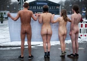 Защитники животных устроили голый протест на Неделе моды в Берлине