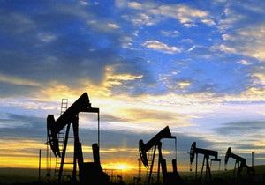 Мировые цены на нефть повысились из-за падения курса доллара