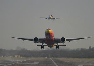 За сутки два американских самолета совершили аварийную посадку после столкновения со стаями птиц