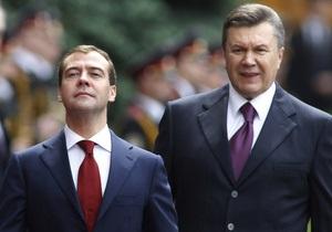 Янукович поздравил Медведева с Днем России