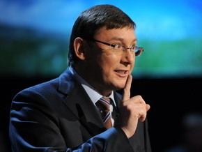 Луценко призвал водителей не давать взятки гаишникам