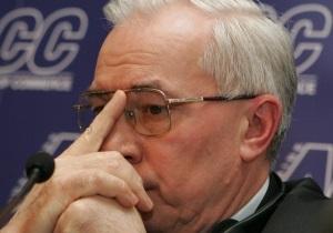 Азаров пообещал выделить семьям погибших и пострадавших в ДТП в Днепропетровской области по 100 тысяч грн