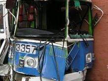 Одесский троллейбус протаранил стену банка
