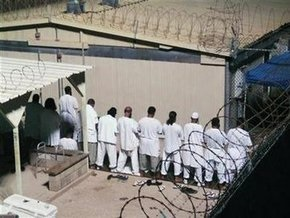 Двое заключенных Гуантанамо доставлены в Милан