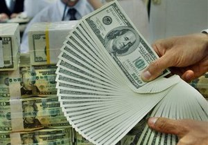 Котировки гривны к доллару упали на межбанке до минимума за восемь месяцев