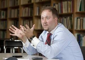 Экс-советник премьера Чехии, назвавший президента  прокремлевской бабой , принят на работу в мэрию Праги