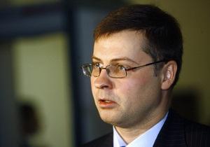 Премьер Латвии сообщил, когда его страна расплатится по кредитам