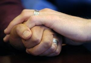 Разрешившее однополые браки правительство Олланда урежет льготы семьям