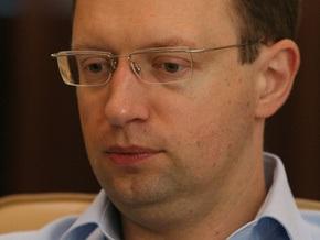 На Корреспондент.net начался чат с Арсением Яценюком