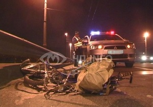 В Киеве водитель KIA сбил велосипедиста