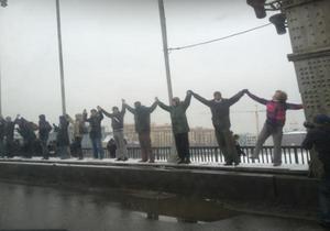Участники акции Большой белый круг сомкнули на Садовом кольце живую цепь