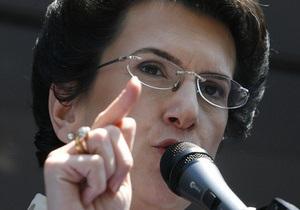 Бурджанадзе заняла трибуну, подготовленную для выступления Саакашвили