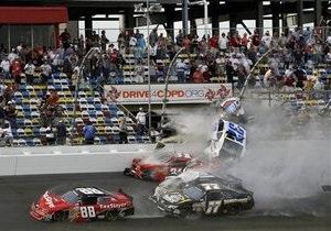 Новости США - Авария на гоночной трассе в США: число пострадавших возросло до 33