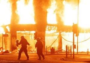 Беспорядки в Лондоне: ранены восемь полицейских