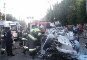 новости Киева - В Киеве столкнулись три авто и автобус: один человек погиб, 10 травмированы