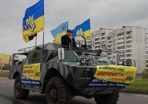 Во Львове активисты Народного Руха проехались на БТР