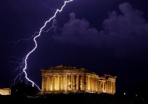 Рейтинг Греции понижен до преддефолтного